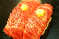 磯源の牛肉寿司