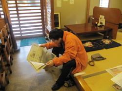 小杉師匠は新聞を読んで待ってくれてました
