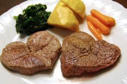 ようやくできたハートステーキです。すごいおいしそうでしょの写真。