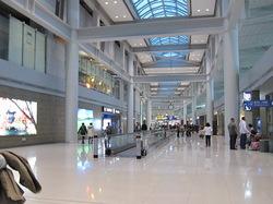 だだっ広い仁川空港遠いもんで気が遠くなると言う写真