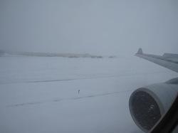 たどり着いたらそこは雪国という千歳空港の写真