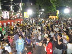 米沢駅前仮装盆踊り大会は佳境には入ってまいりました!!