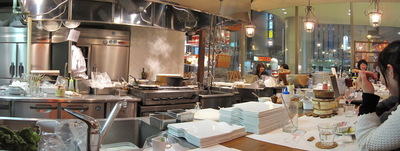 チーズチーズのオープンキッチンの写真